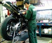 Un meccanico moto a Roma